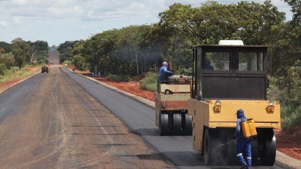 Prefeitura inicia pavimentação do último trecho sem asfalto do Macroanel Rodoviária