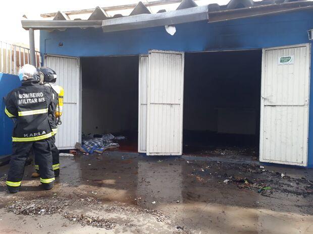 Casa pega fogo e Corpo de Bombeiros é acionado no Jardim TV Morena