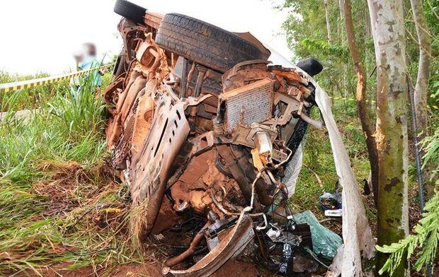 Motorista bate furgão em caminhão da prefeitura e morre na MS-276