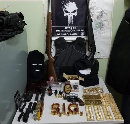 Pastor é preso com mais de 700 munições, revólver e espingarda em residência