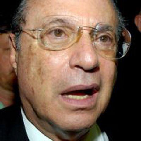 Paulo Maluf tem alta de hospital e volta para prisão domiciliar em mansão de São Paulo