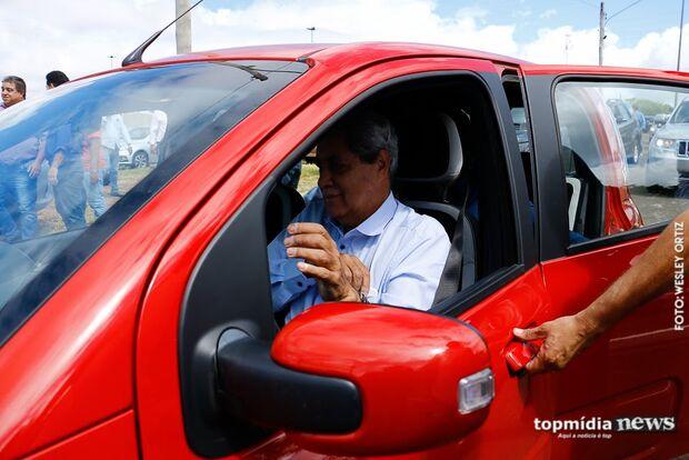 ATÉ NISSO: Puccinelli bate carro fazendo 'caca' no trânsito e pode pagar R$ 20 mil