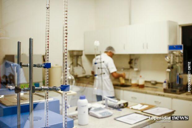 Rede pública de Campo Grande perde 20 médicos por mês, estima secretário