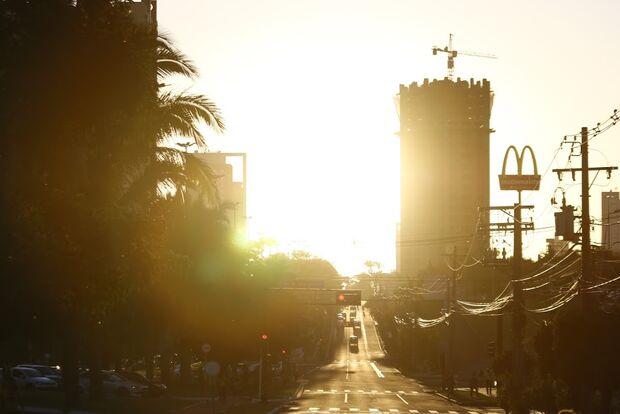 Bom dia! Quarta-feira começa com sol entre nuvens na Capital