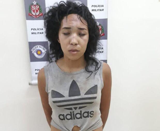 Menino de 5 anos morto pela irmã teve os olhos furados e estava cercado por velas, diz polícia