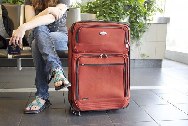 Companhias aéreas podem cobrar bagagem despachada, decide STJ