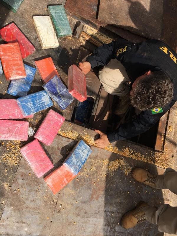 'Tímido': caminhoneiro fica nervoso e faz PRF descobrir 85 kg de cocaína na BR-463