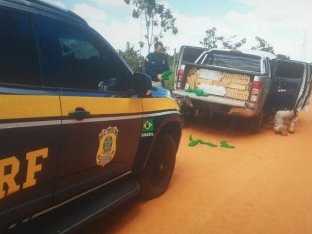 Após perseguição, PRF apreende caminhonete abarrotada com mais de 1 tonelada de maconha