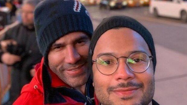 Comediante Rodrigo Sant'anna chora com declaração do marido em seu aniversário