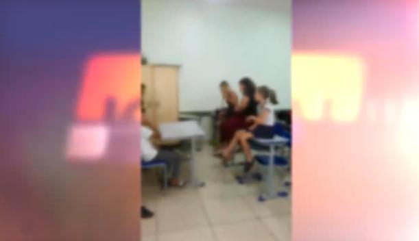 VÍDEO: mãe diz que escola obriga alunos a varrerem sala; diretora nega acusações
