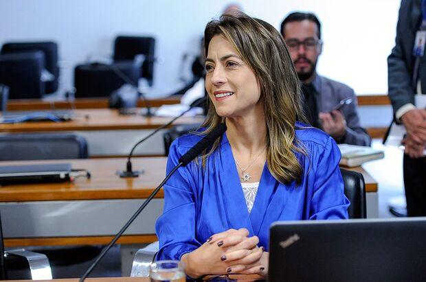 Senadora de MS leva ensaboada ao questionar 'miséria' dos povos indígenas do País