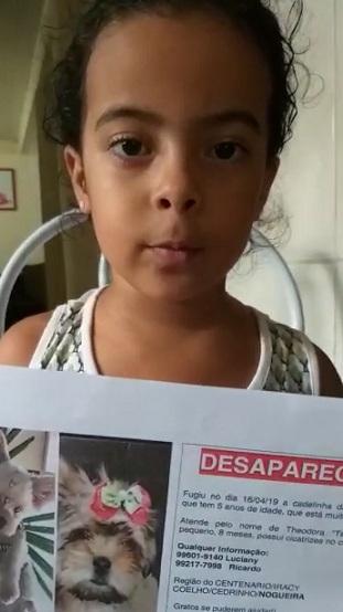 VÍDEO: menina Valentina está triste porque a cadelinha Theodora fugiu de casa. Alguém viu?