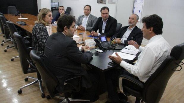 Secretário se reúne com ministro da saúde em busca de investimentos para Capital