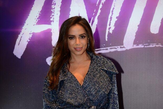Anitta pode estar vivendo um romance com funkeira