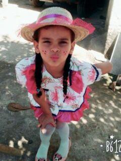 Morre menina que teve 80% do corpo queimado ao cair em poça de gasolina