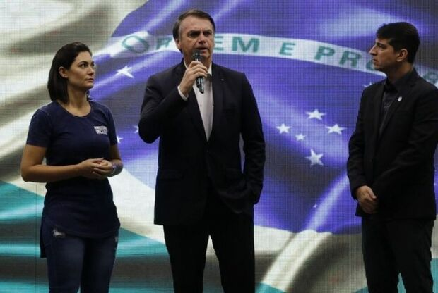 Bolsonaro fala que exagerou ao chamar estudantes de 'idiotas úteis'