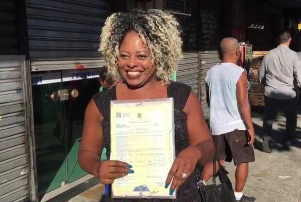 A espera de 25 anos acabou: Cleusa 'de mala e cuia' assina o divórcio