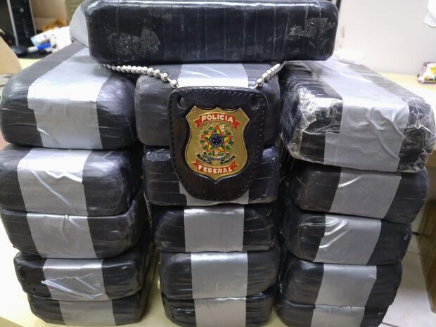 Boliviana é presa com 17 quilos de cocaína escondidos em mala de viagem