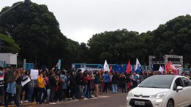 VÍDEO: estudantes da UFMS realizam protesto contra corte de verbas da Educação