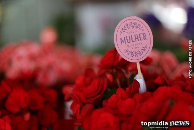 Floriculturas apostam alto e encaram plantão para vendas para Dia das Mães