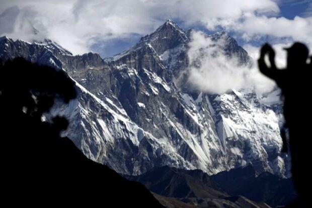 Sem oxigênio, homem morre durante escalada no Monte Everest