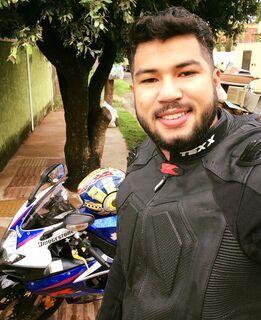 Amigos se despedem de rapaz morto em acidente entre motos em Campo Grande