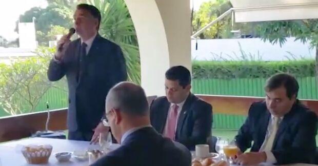 VÍDEO: Reinaldo participa de reunião com Bolsonaro para discutir pacto federativo e Previdência