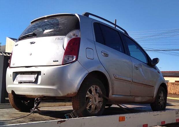 Veículo roubado é recuperado e adolescentes apreendidos