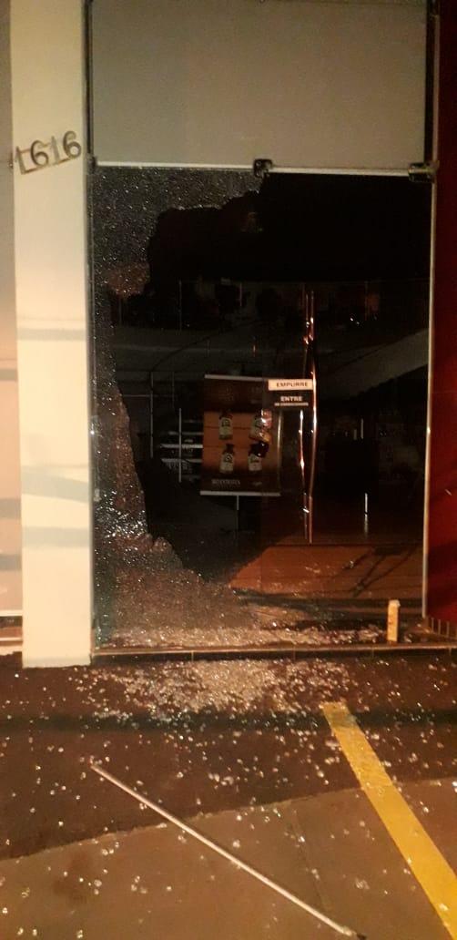 Suspeito de furtar duas lojas do Centro, nega ação e conta que pegou itens embaixo de árvore