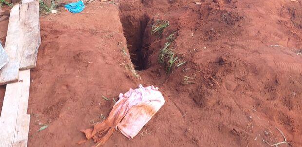 Criança de um ano que caiu de cabeça em buraco morre em Campo Grande