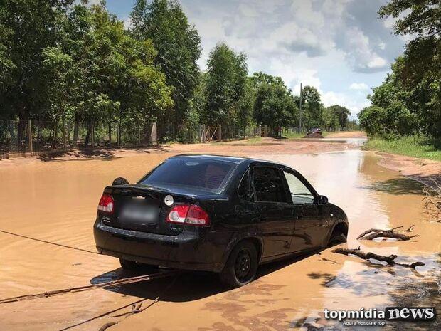 Repórter Top: moradores da Chácara das Mansões pedem reforma de ruas