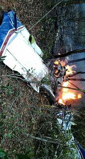 Piloto morto em acidente aéreo tentou pousar duas vezes antes de cair em mata