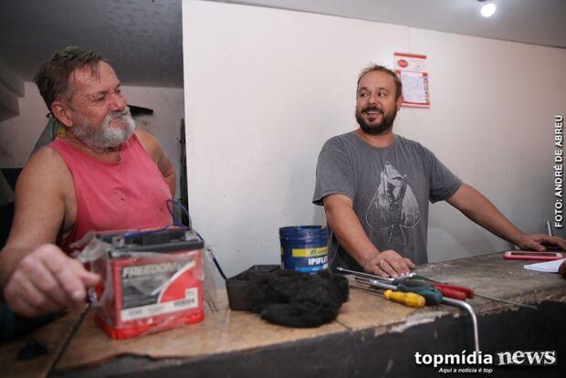 SONHO DE SER PATRÃO: com ajuda do pai, Rodrigo passou de lavador de banheiros a empresário