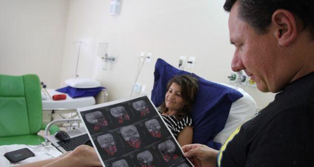 MAIO AMARELO: após quase 5 meses hospitalizada, vítima de acidente reaprende a caminhar