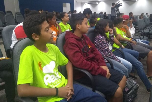 Adolescentes do Rede Solidária participam de audiência pública sobre Maio Laranja
