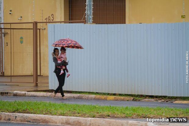 Temperaturas despencam e Campo Grande acorda com 'frio de rachar'