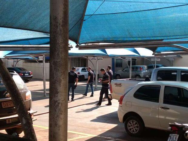 O quê? Vereadores presos entram na Justiça para receber R$ 151 mil em salários
