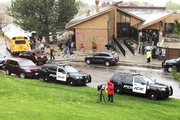 Atiradores atacam escola do Colorado, nos EUA, e deixam oito feridos