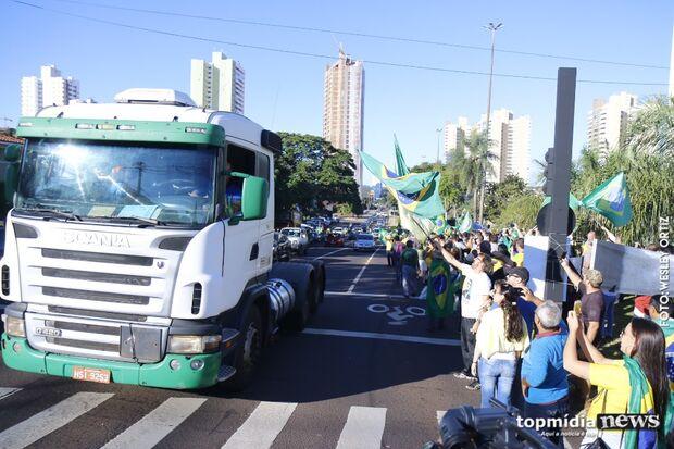 Com caminhoneiros e pecuaristas, ato pró-Bolsonaro começa só com mil pessoas na Afonso Pena