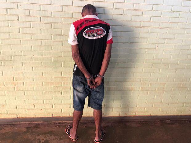 Bandido aponta arma para cabeça de bebê de 3 meses durante roubo