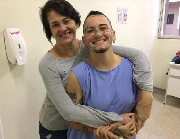 HU realiza a 1ª cirurgia para retirada de mamas de paciente trans no SUS
