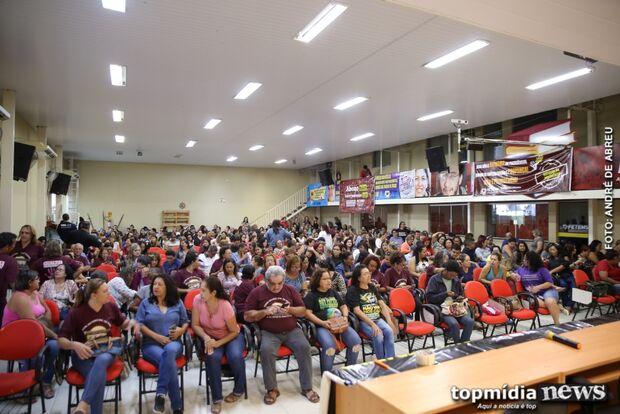 Administrativos desafiam ordem judicial e continuam com greve em MS