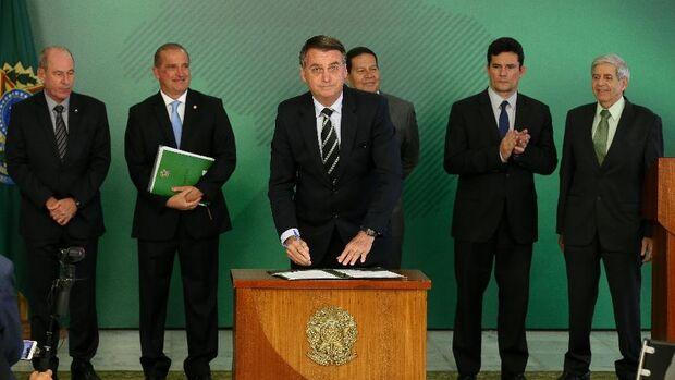 Metade dos governadores do Brasil contraria decreto das armas de Bolsonaro