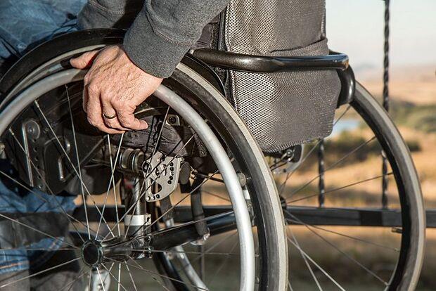 Idoso é absolvido por roubar cadeira de rodas de UPA em Campo Grande