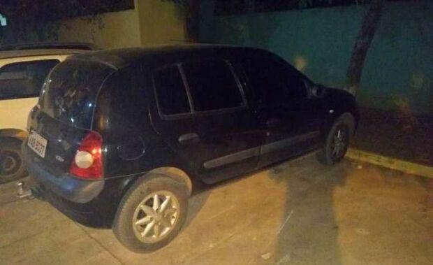 'Vinde a mim': carro furtado de residência é encontrado em frente de igreja pela PM