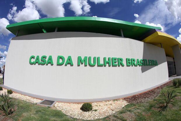 Padrasto descobre namoro lésbico de enteada, a chantageia e estupra em Campo Grande