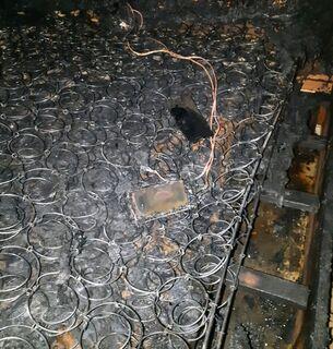 Celular conectado à tomada 'derrete' cama e causa incêndio em sobrado