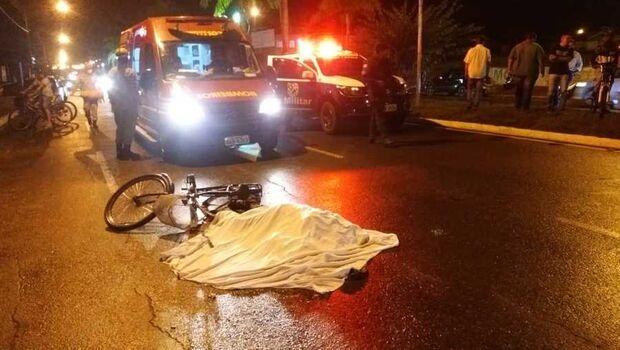 Ciclista tem cabeça esmagada por caminhão e morre