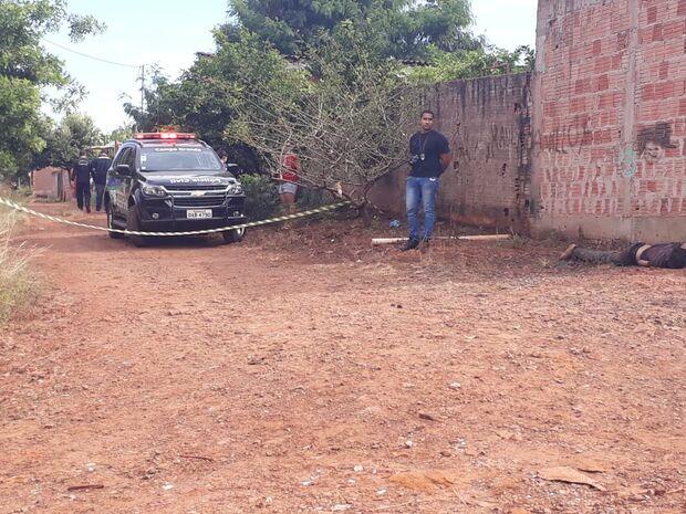 Com rosto bastante machucado, homem é encontrado morto em bairro da Capital