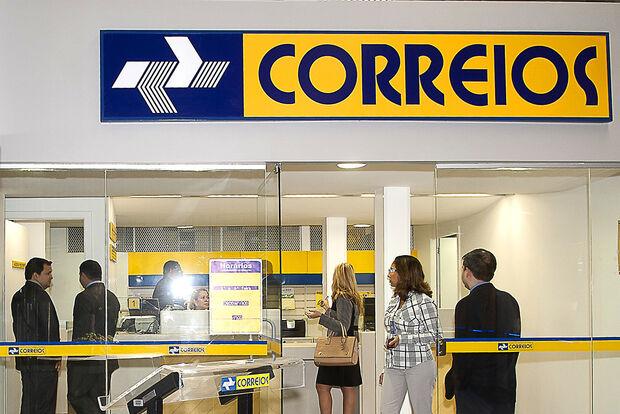 Na berlinda: Procon autua agencia central dos correios por mau atendimento